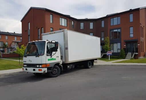 camion-cube-demenagement-devant-mutlilogement