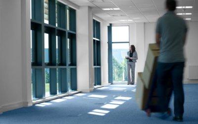 8 façons dont les déménageurs commerciaux aident les gestionnaires à survivre au jour du déménagement