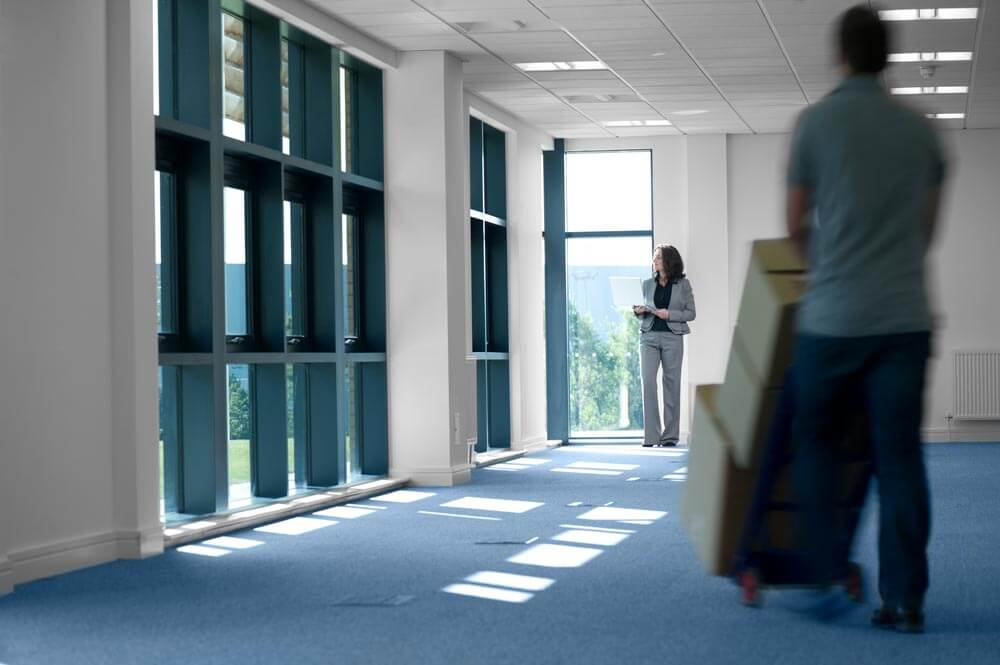 8 ways commercial movers help managers survive the day of moving